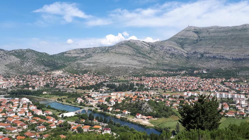 Arsanagića most i vrh Leotara