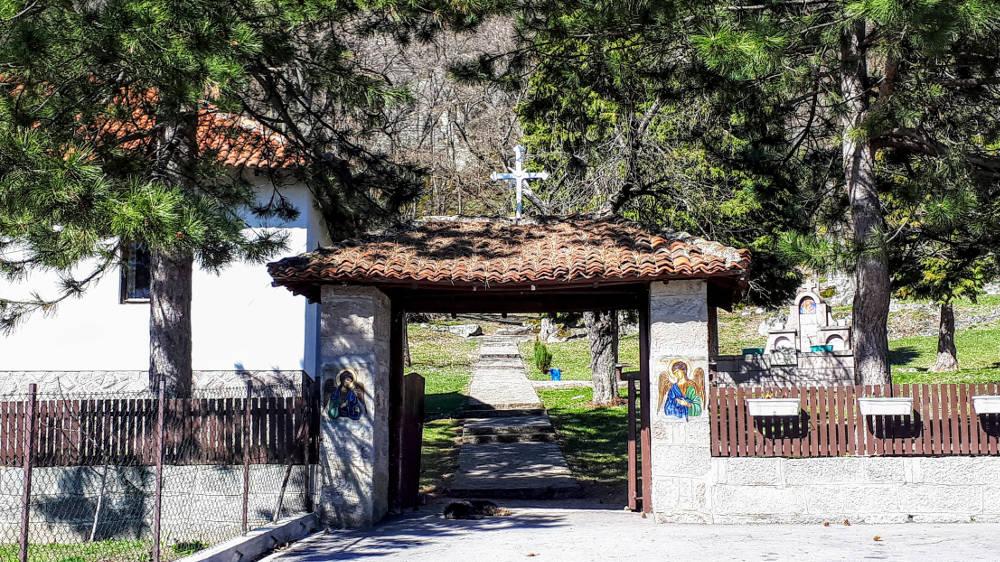 Crkva u Borču