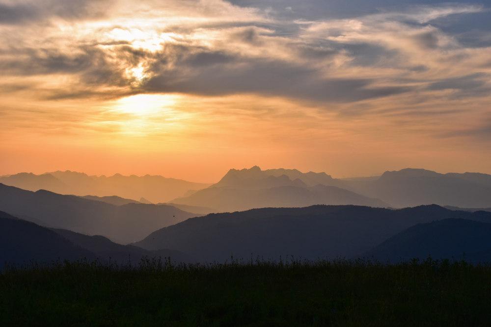 Zalazak sunca na planini