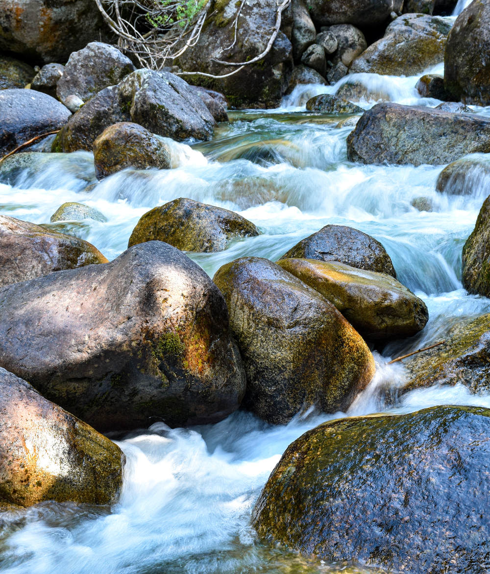 Reka na Pirinu leti