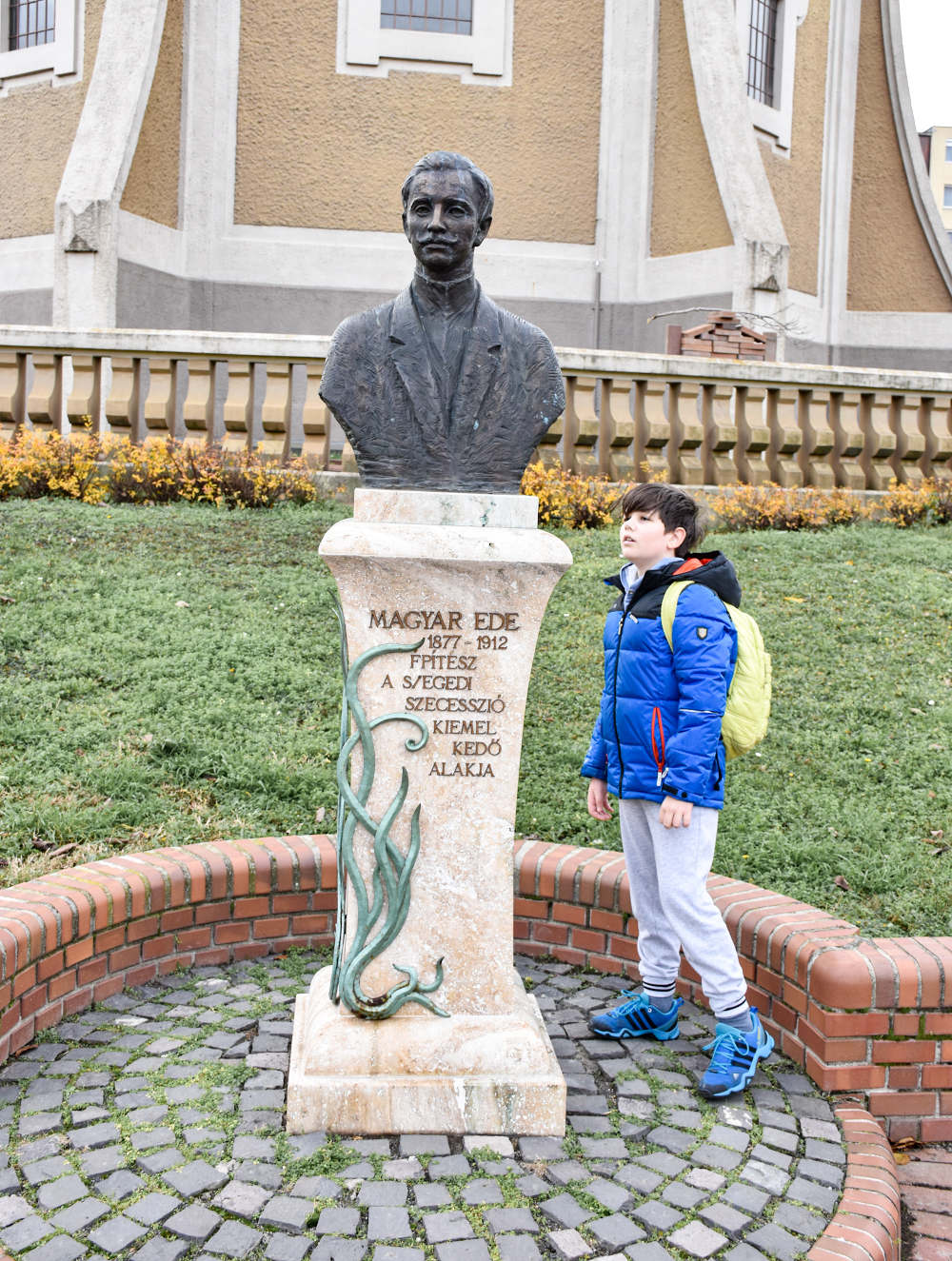 Bista Ede Madjar ispred vodotornja u Segedinu