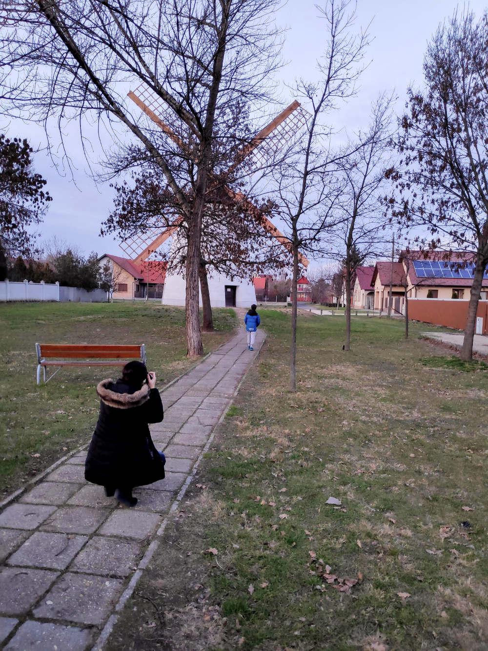 Fotkanje vetrenjače na periferiji Segedina