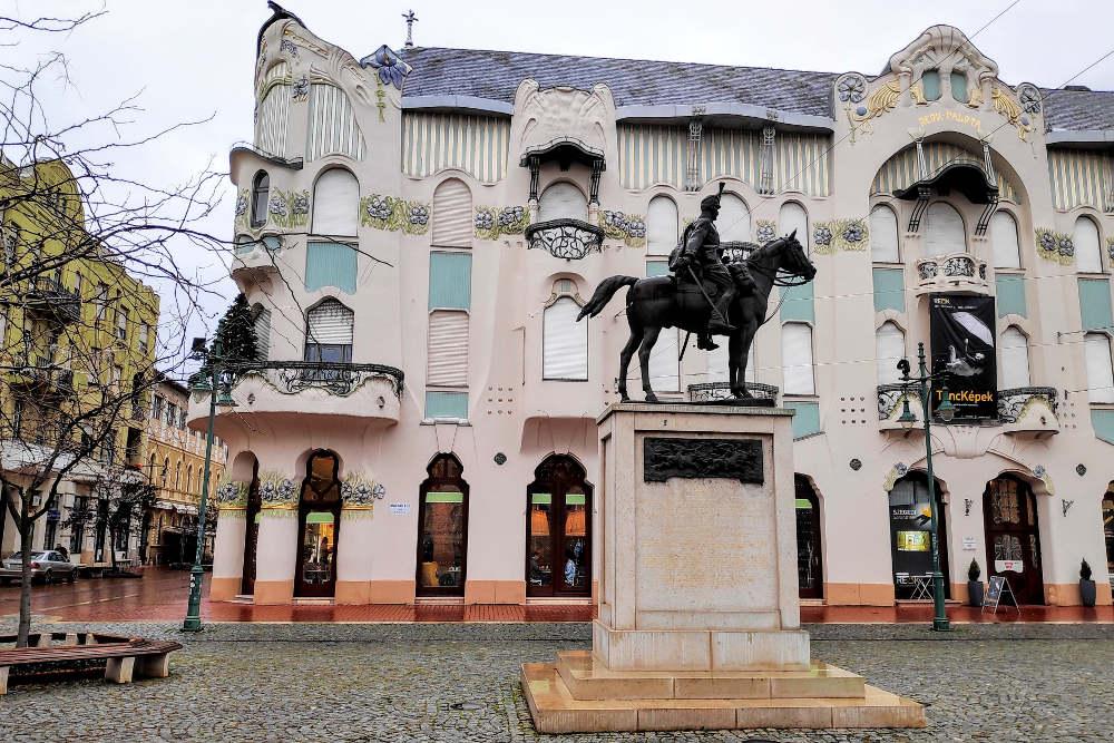 Trg Madjar Ede ispred Reok palate u Segedinu