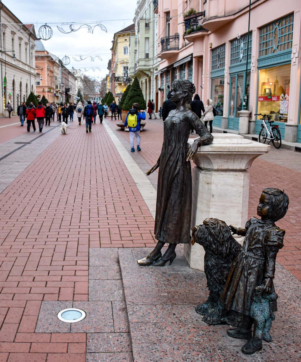 Bronzane figure u Karaš ulici u Segedinu