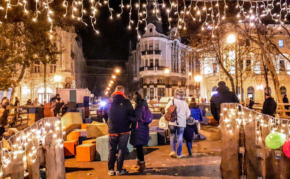 Božićni market u Segedinu, deca se igraju